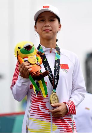 中国健儿雅加达滑板赛场创造历史,为国争光