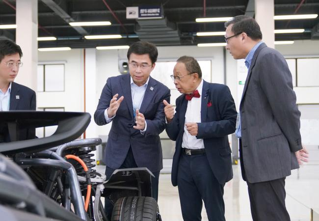 华人运通国际科学技术委员会评审前瞻出行科技