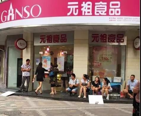"""中秋元祖门店前""""黄牛""""频现,消费者如何保障自身权益?"""