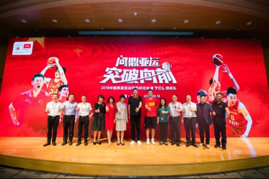 中国男篮闪耀今夏,可别忘了这个坚持了十年的幕后英雄