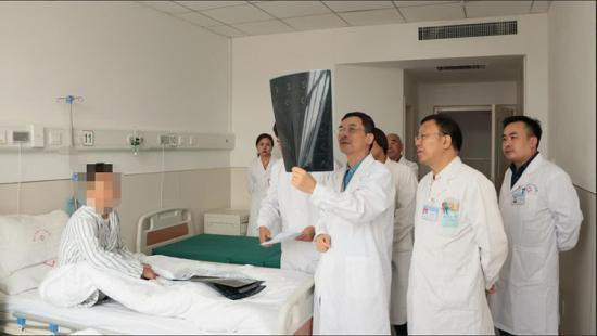 国务院津贴专家胡海教授空降郑州 成功为多位胆石病患者实施手术