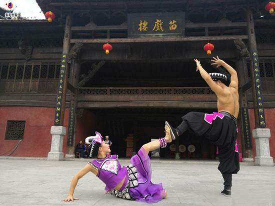 中国舞蹈家夏冰双人舞(力与柔造型一)