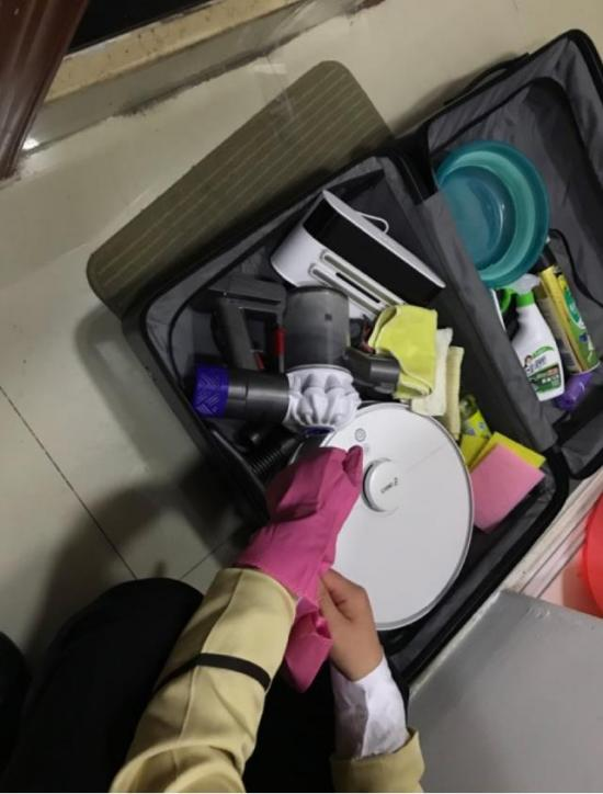 bob体育:价值几千元的清洁产品傍身 保洁大妈1小时搞定90平两居室