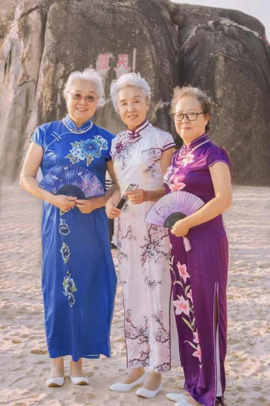 天涯海角姐妹花受赞 大姐做焕晶白内障手术后显年轻态