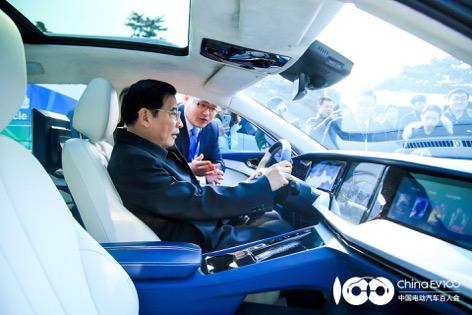 天际汽车百人会展示国内首辆固态电池样车及燃料电池移动充电解决
