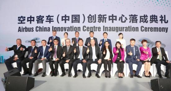 空客中国创新中心展示机舱可折叠屏,合作商为柔宇科技