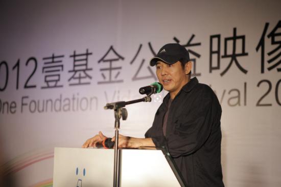 李连杰宣布捐助100亿 支持重修巴黎圣母院