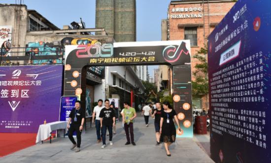 呼呼商链携手华晟传媒,打造全新商业模式!