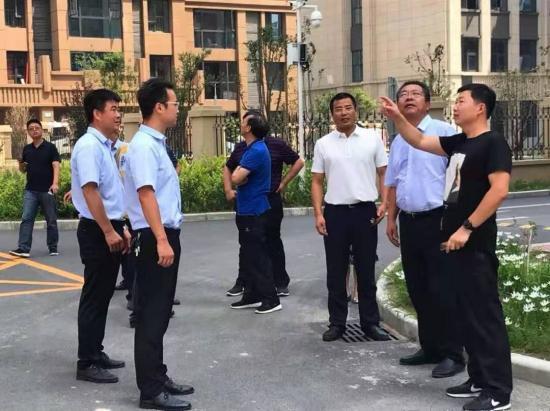 郑东新区领导调研金光花苑社区