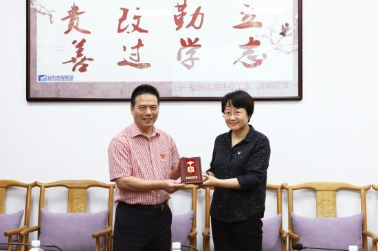 """蒋锡培荣获""""庆祝中华人民共和国成立70周年""""纪念章"""
