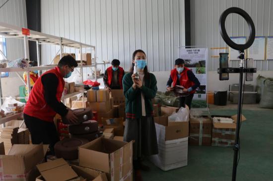 河南太康高朗:网络直播,两小时销售8000元